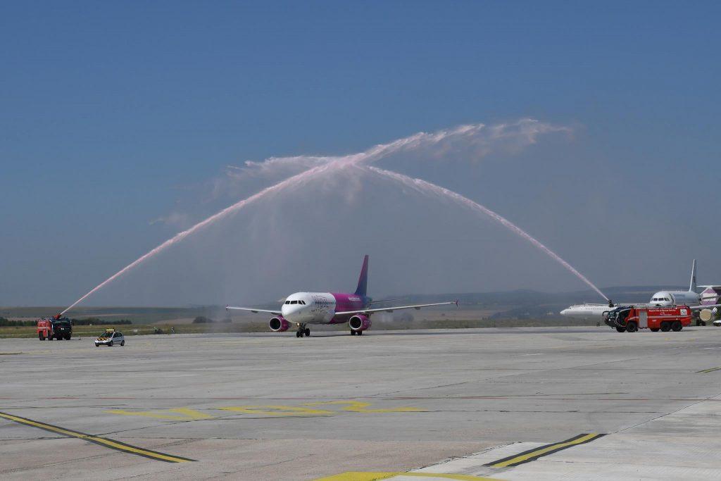 Воден салют за първия Wizz самолет базиран във Варна