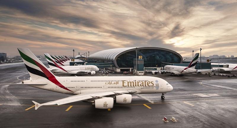 Emirates A380 докъдето ти стига погледът на летището в Дубай /DXB/
