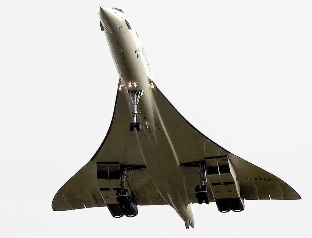 Последният полет на Конкорд (G-BOAF) през 2003 година - кацане на Filton Field край Бристол, Великобритания