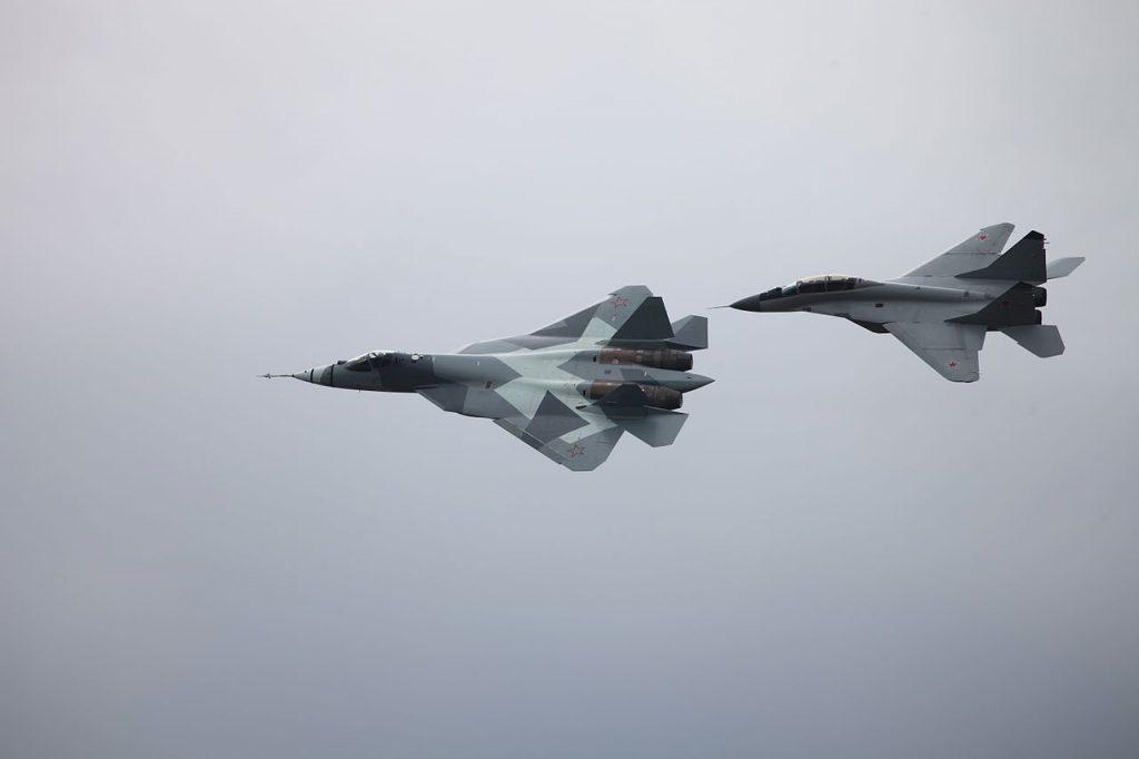 ПАК-ФА Т-50 и Миг-29