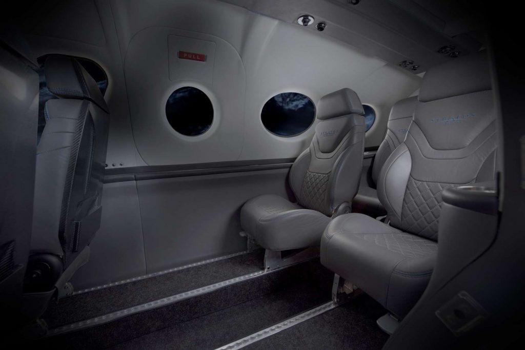 Салонът може лесно да се преконфигурира за до 6 пътници.