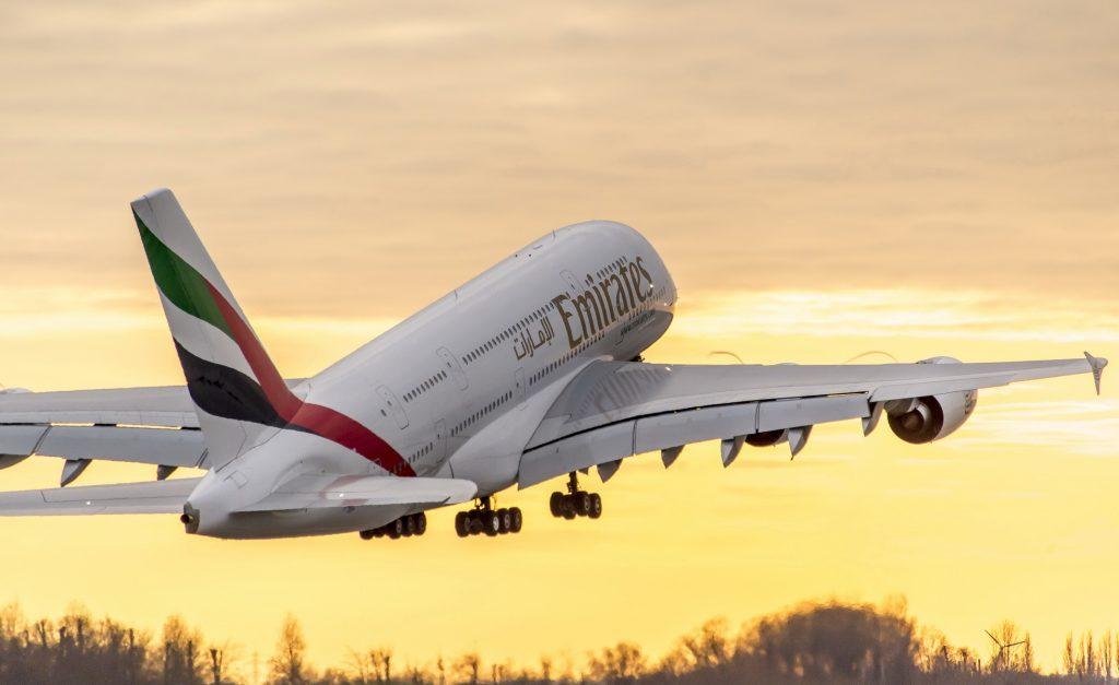 A380 излита от производствената база в Хамбург