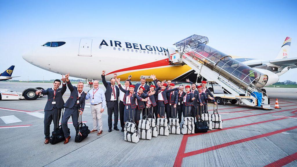 Екипажът на първия тестов полет по планираната линия Брюксел /CRL/ - Хонг Конг