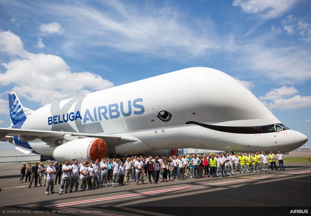 Самолетът беше посрещнат пред бояджийския хангар в Тулуза от част от своите създатели