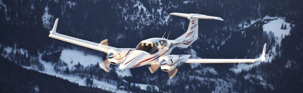 Diamond DA-42 е двумоторен бутален самолет за леката авиация с икономични бензинови двигатели