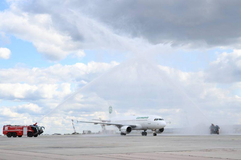 Самолетът с двумилионния пътник беше посрещнат и с традиционния воден салют