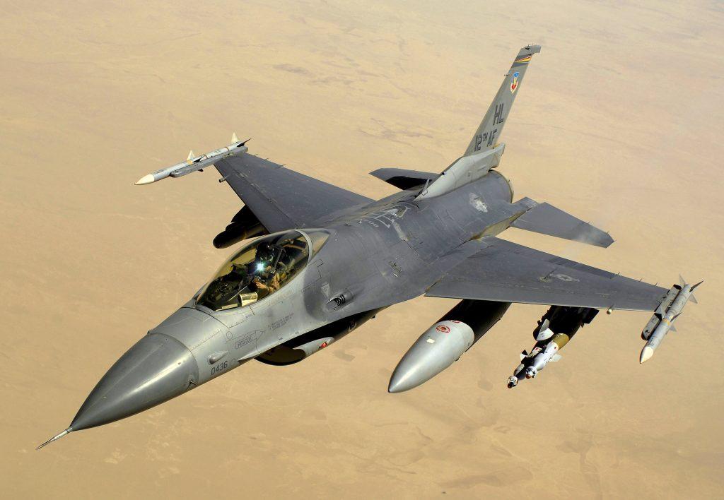 F-16C от състава на американските ВВС над Ирак, 2008 година.