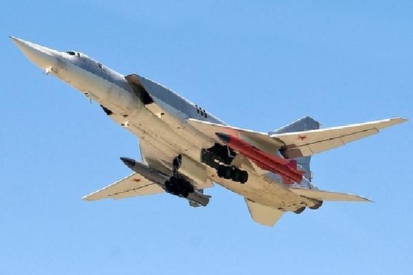 Ту-22М3 с прикачени крилати ракети