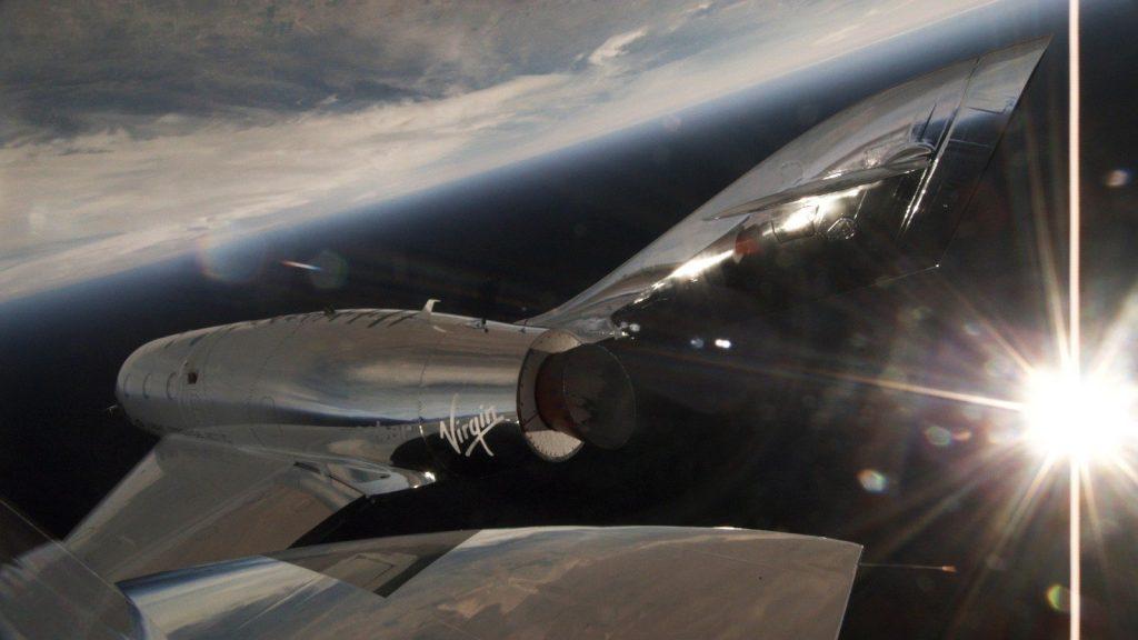 VSS Unity прекарва в космоса по-малко от минута, но потвърждава готовността си да продължи изпитанията преди първият напълно комерсиален полет с туристи на борда.
