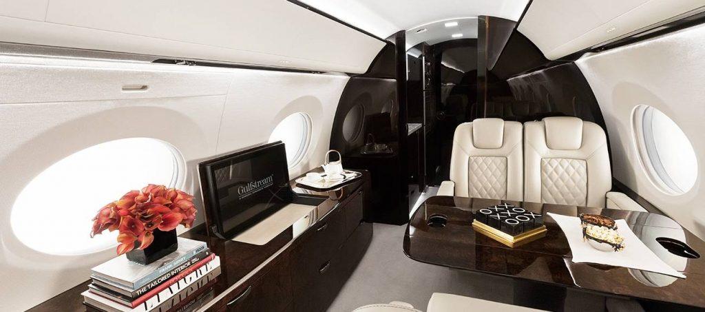Пътническата кабина на G500 събира до 19 пътници в наситена конфигурация или 8 в комфортен бизнес салон. Самолетът може да прелети до 9 630км