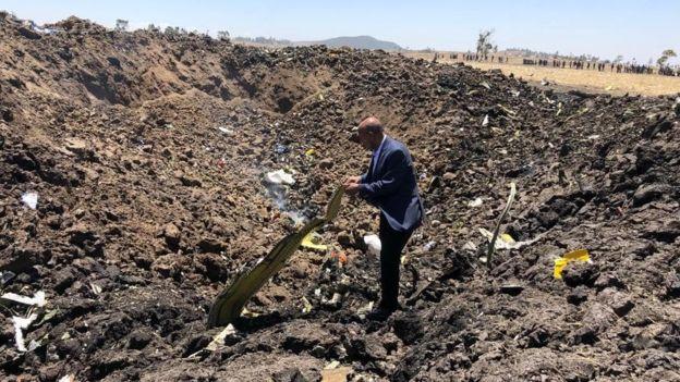 Ethiopian разпространи тази снимка на CEO-то на компанията на мястото на инцидента