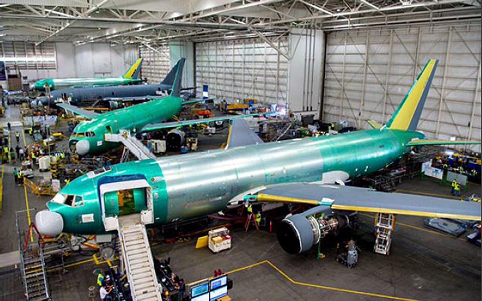 Производствената линия на KC-46A /767MT/ в Рентън, Вашингтон
