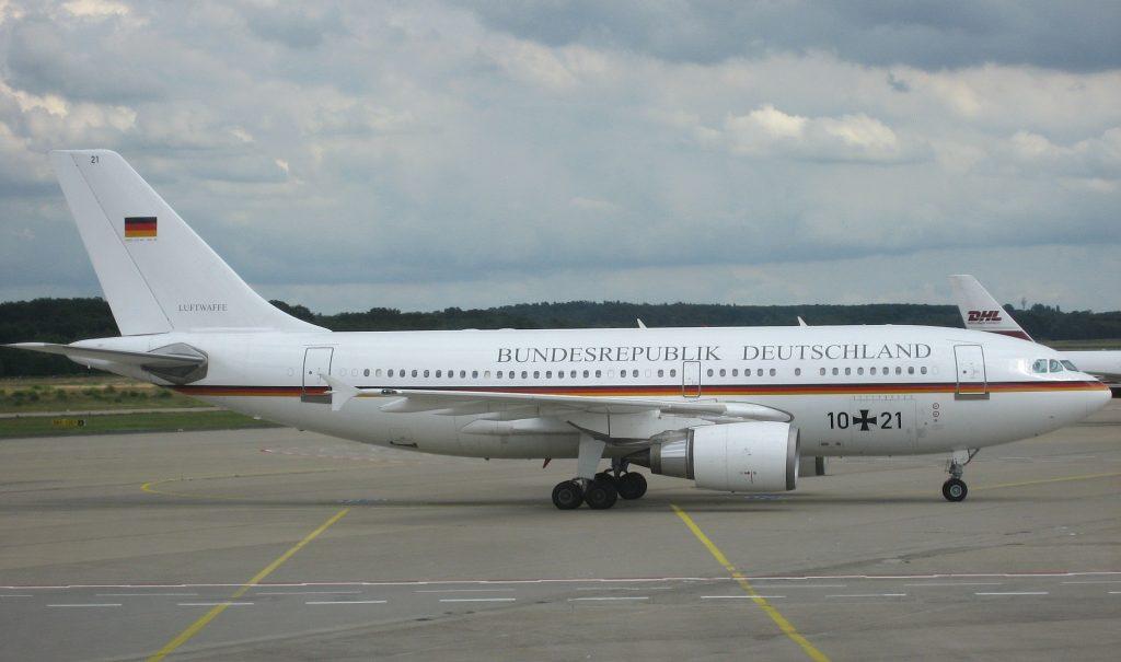 А310-300 беше официалният правителствен самолет допреди повече от 15 години, когато беше заменен от А340. Сега А310 се използва за ВИП нуждите на министерството на отбраната и Луфтвафе