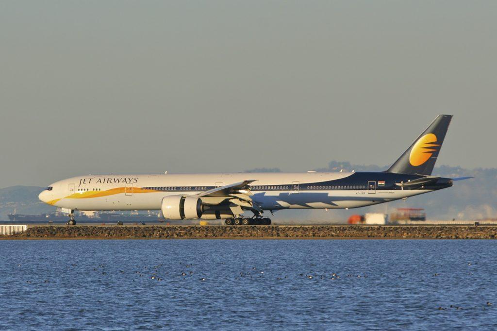 Jet Airways има микс от модели на Боинг и Еърбъс, като този 777 или А330 на горната снимка, което прави флотът неефективен от гледна точка на оперативни разходи и поддръжка