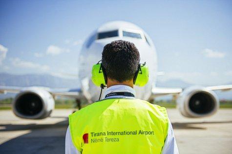 Летище Тирана