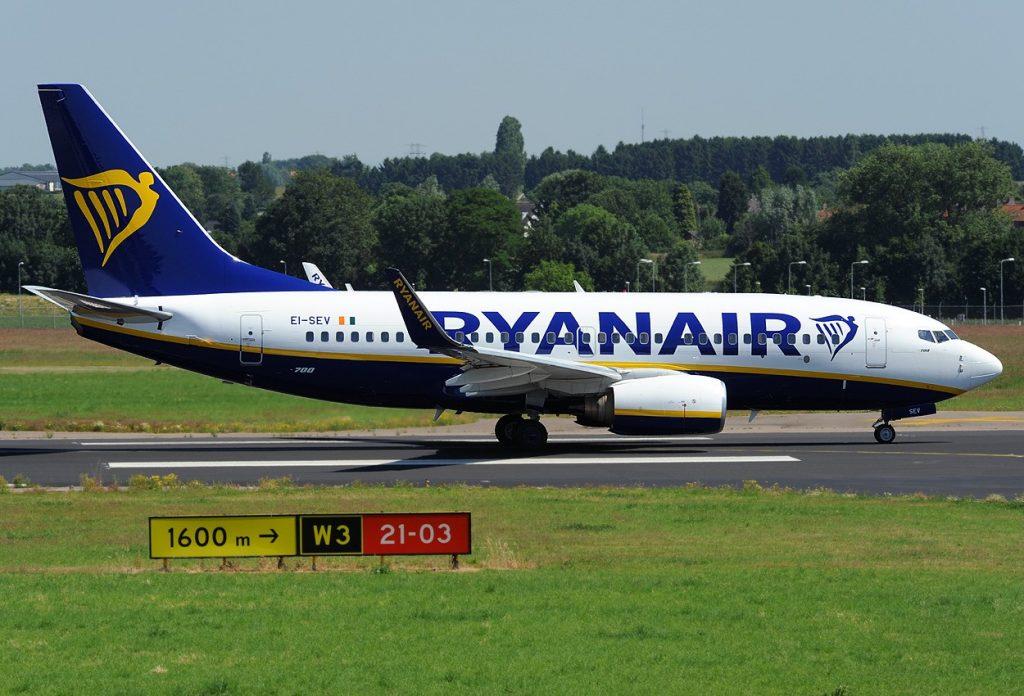 Единственият Боинг 737-700. По нищо не личи, че отвътре самолетът е в изцяло бизнес конфигурация