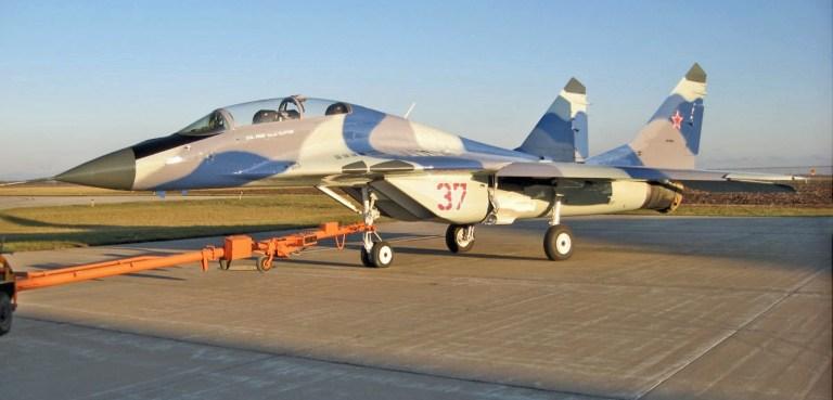 Един от МиГ-29-те на Air USA в свежа окраска с цветовете на руските ВВС.