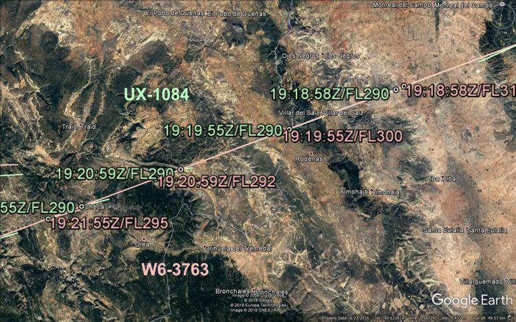 Маршрутите на двата полета, наложени върху карта от Google Maps