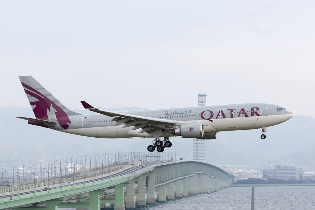 Впечатляващ заход на А330-200 на Qatar Airways - летище Кансай, Осака