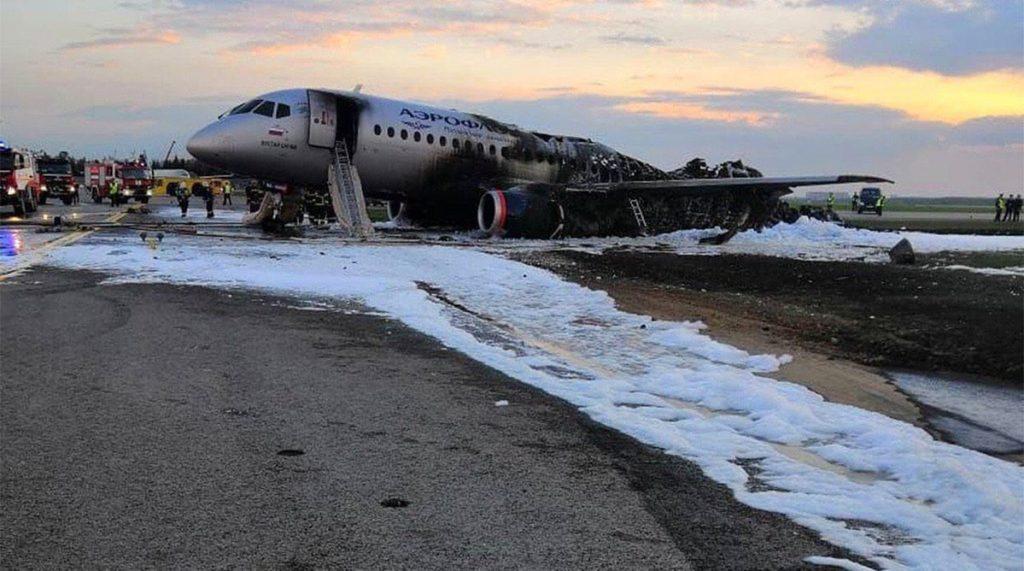 С изключение на предната част, самолетът е почти напълно унищожен от пожара