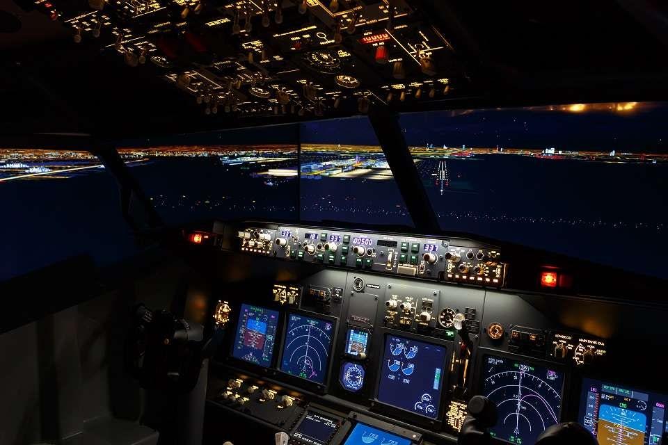 Енстусиастите могат да избират от стотици летища, инсталирани в симулационния софтуер, за да изпълнят полетните си сесии.