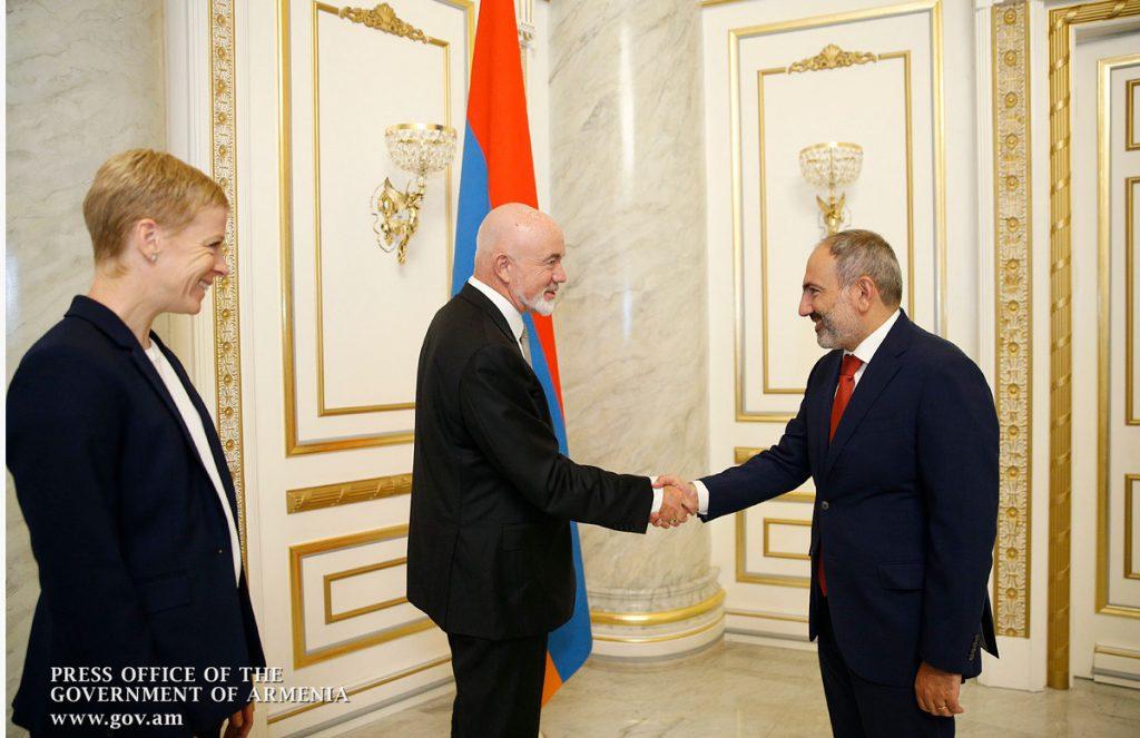Среща на премиера на Армения Никол Пашинян с търговския директор на Ryanair Дейвид О'Брайън. Снимка: Правителство на Армения.
