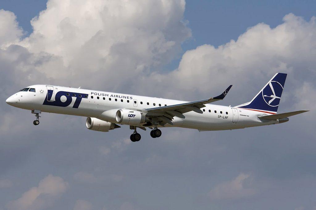 LOT е първи клиент на бразилската компания за Embraer E170. Този на снимката е от по-новите попълнения Е190-200LR