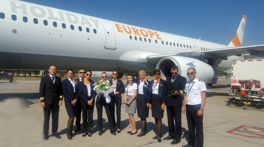 Първият А321-200 на Holiday Europe с българска регистрация LZ-HEA.