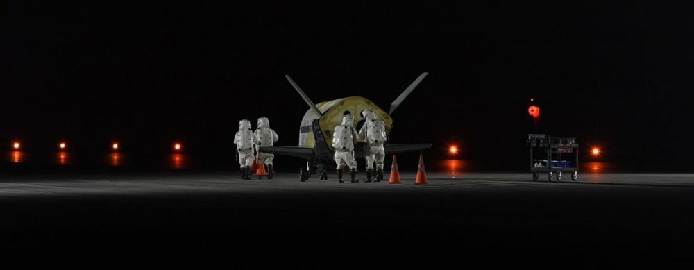 Прибирането на X-37B на Земята след 2 години в орбита. Снимка: 45th Space Wing Public Affairs