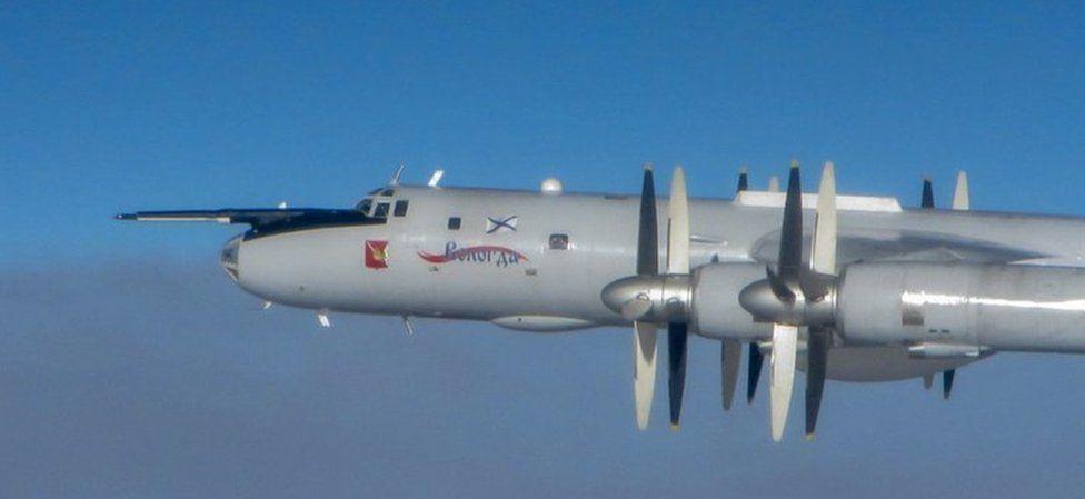 При подобни инциденти руските самолети избягват връзка с цивилния радарен контрол. Още от познатите версии на самолета са Ту-116, снабден с пътническа кабина и Ту-126, разузнавателна версия. Всички са модификации на пътническия Ту-114, полетял за първи път през 1952 година.
