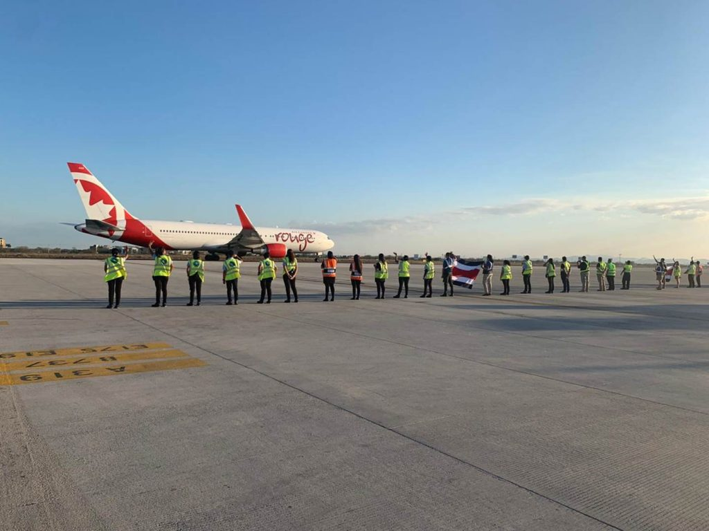 213 Canadiens retournant dans leur foyer lors de notre Посрещане на канадци с последния полет за сезона от Либерия и Коста Рика. 26 март 2020г. Снимка: AirCanada
