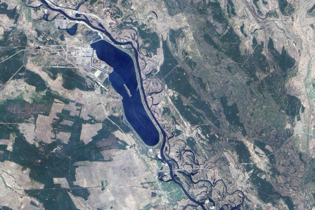 """В ляво от езерото е по-голямата част от """"Забранената зона"""" около Чернобилската АЕЦ"""