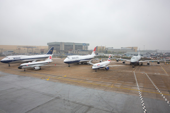 Миналата година British Airways отбеляза 100-годишнината от съществуването си с поредица от самолети с исторически ливреи. Тук някои от тях са паркирани на перона на летище Хийтроу