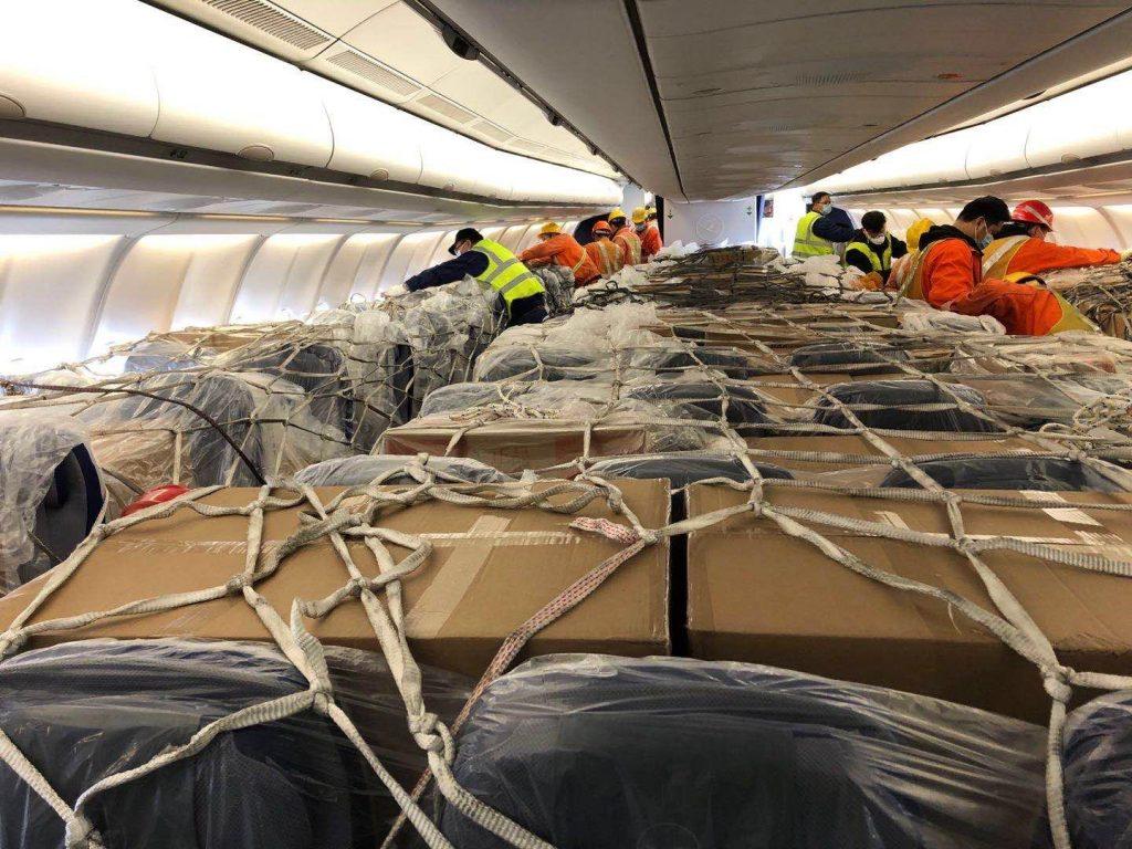 Lufthansa беше сред първите авиокомпании, които стартираха хуманитарни полети за превоз за медицински товари в пътническата кабина - първоначално директно върху седалките