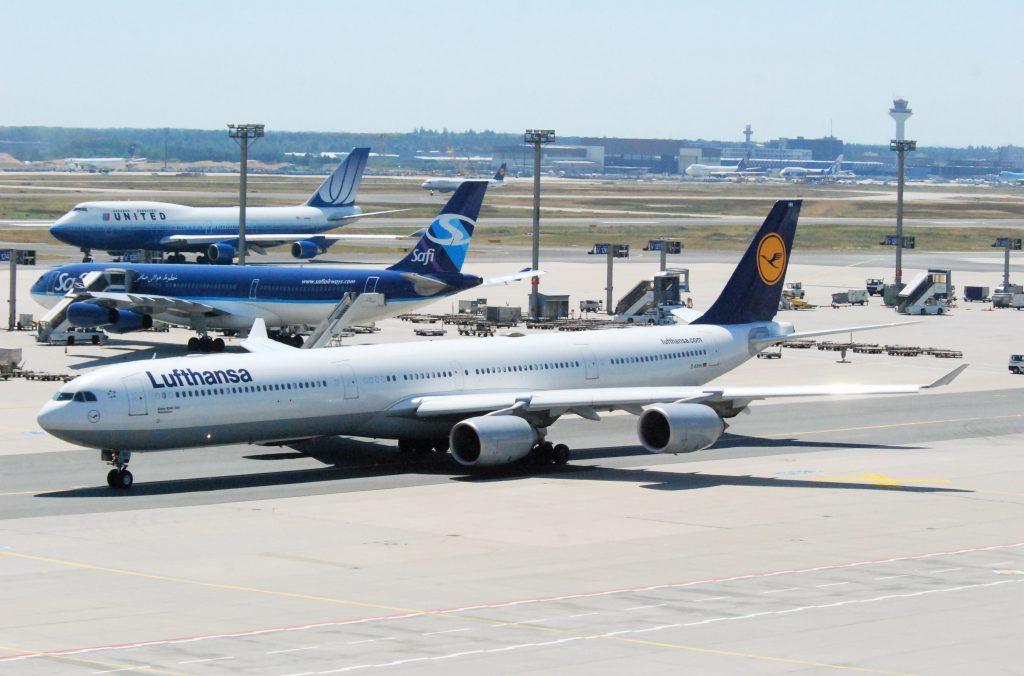 Airbus A340-600 във Франкфурт. Това е най-дългият самолет във флота на Луфтханза и компанията оперираше с общо 17 от типа, 7 от които вече са спрени от полети