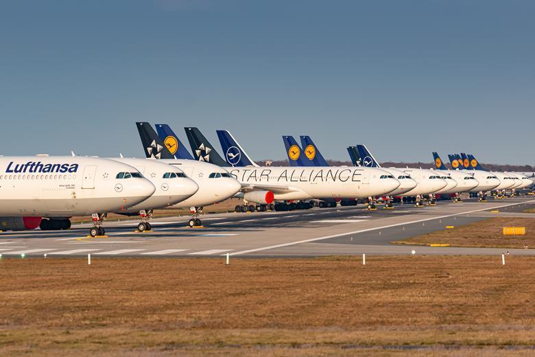 Паркирани самолети на Lufthansa Group на летище Франкфурт