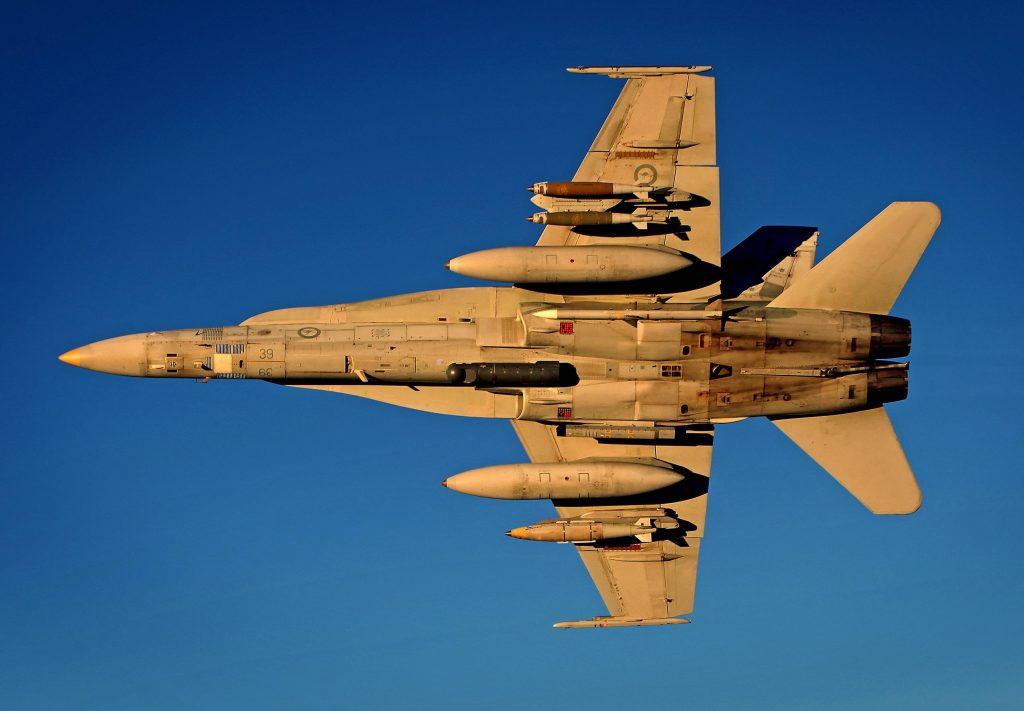 F-18 от австралийските ВВС в най-модерната си конфигурация с AAQ-28 LITENING и Elta El-8222, както и бомби JDAM и ракети AMRAAM
