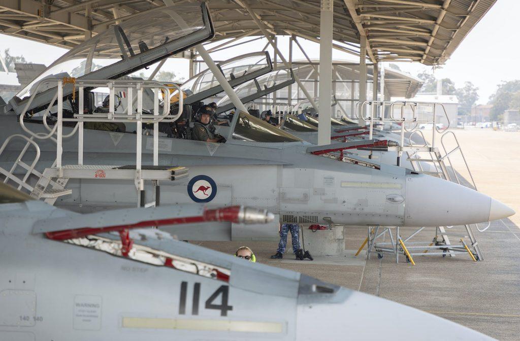 """Част от """"пенсионираните"""" самолети, заедно с техните пилоти"""