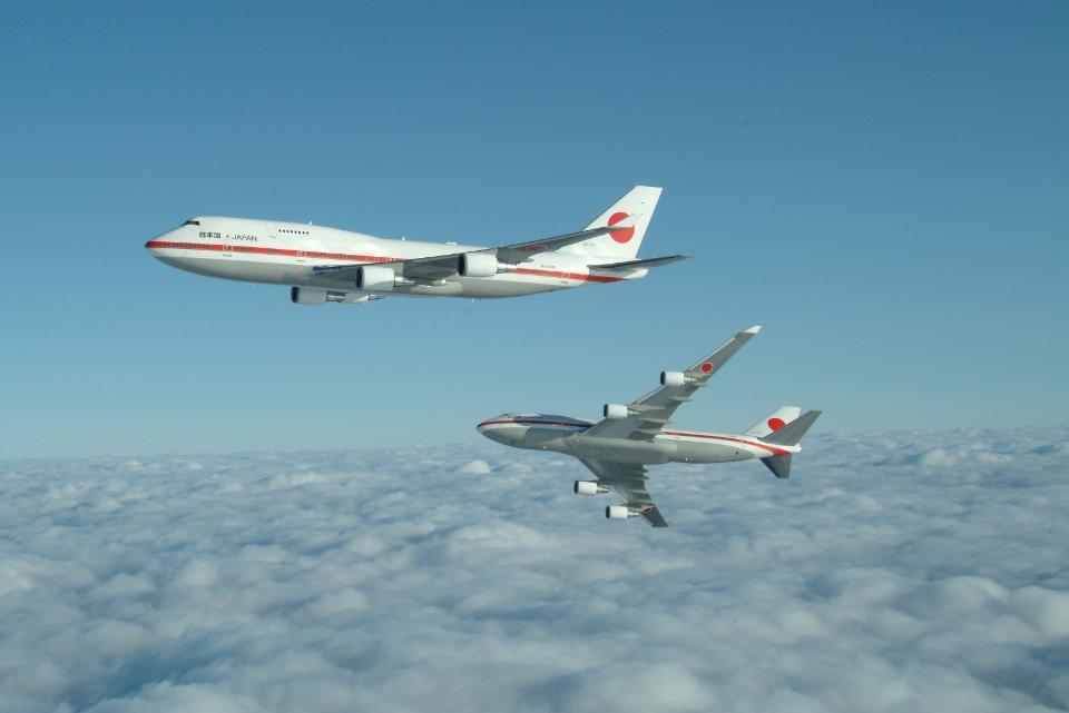 Двата идентични правителствени самолета на Япония - Боинг 747-400 с над 1200 мисии в небето