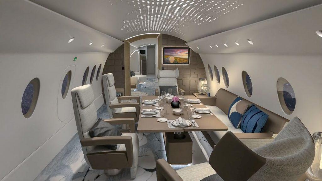 Когато дойде време за вечеря, пространството се превръща в личния ви ресторант на  12 000 метра над земята, с място за сядане на до 6 гости.