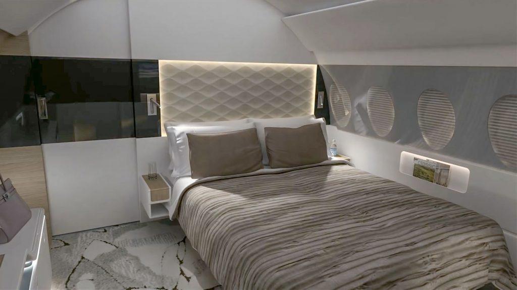 Също както в добрите хотели, леглото може да се трансформира от двойно в широко единично.