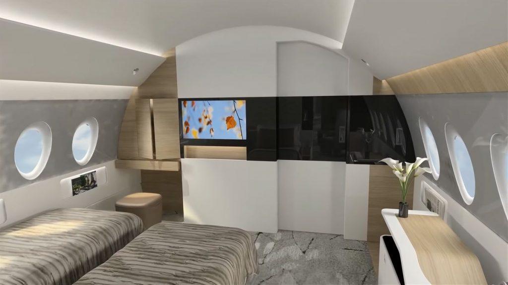 И тук има телевизор, макар и доста по-малък от предишното помещение, но достатъчен да ви приспи със скучен филм.