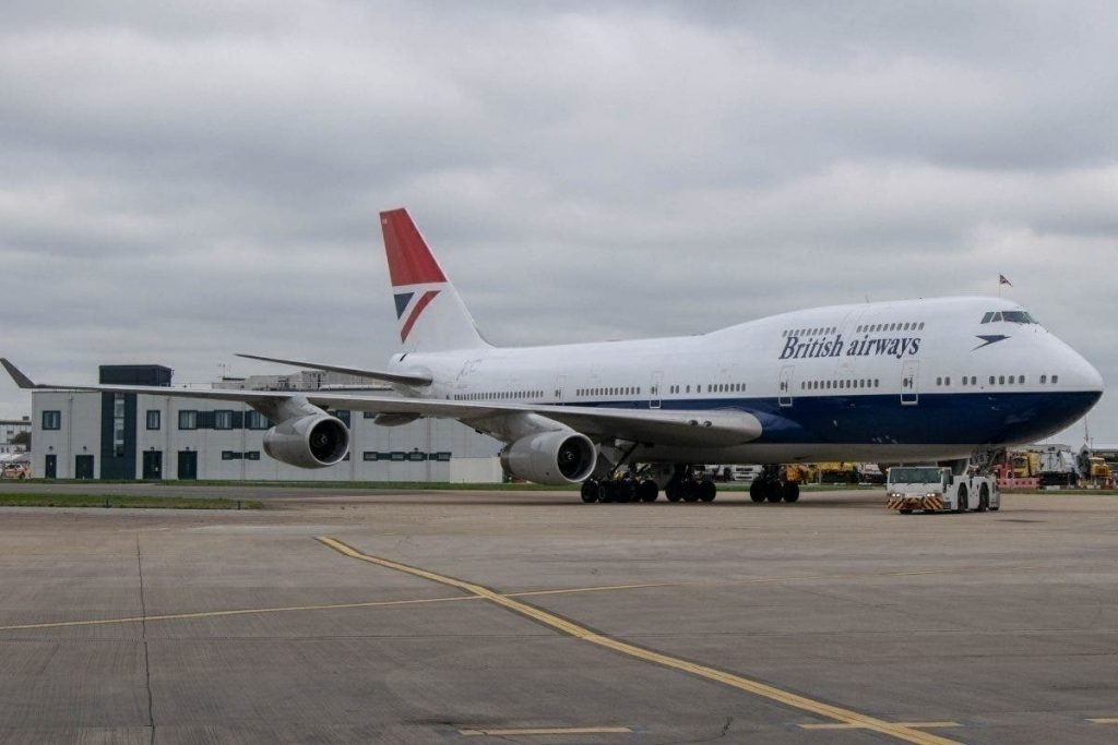 Следващата, преходна и модернизирана версия на оригиналната ливрея е тази, въведена през 1980, която по-късно ще изобразява съкратеното British на фюзелажа. Тя остава в историята, като Negus ливрея, от името на рекламната агенция Negus & Negus. По това време авиокомпанията получава и позивната Speedbird.