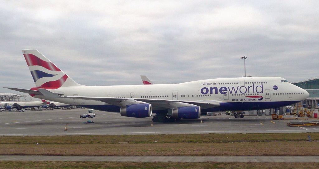 Този 747.400 е в последната и позната до днес ливрея на British Airways, с цветовете на която авиокомпанията полита между 2004 и 2006... и така до днес.