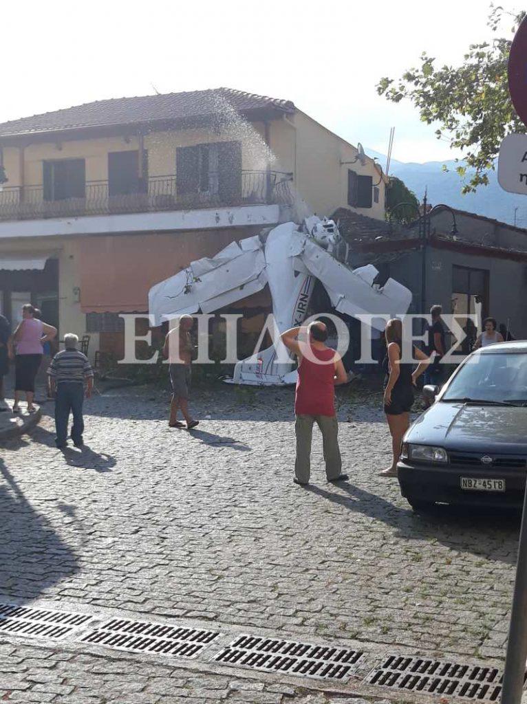 Едномоторната машина се е ударила в покрива на местно заведение, но никой не е пострадал на земята