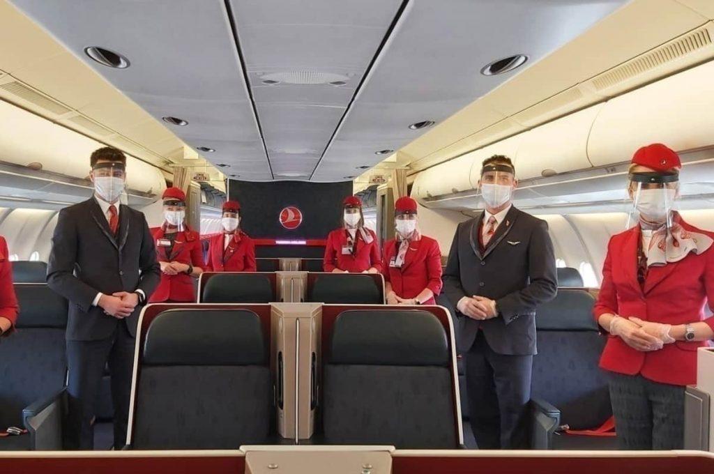 Заплатите на кабинния състав в Turkish Airlines ще бъдат намалени с 35%